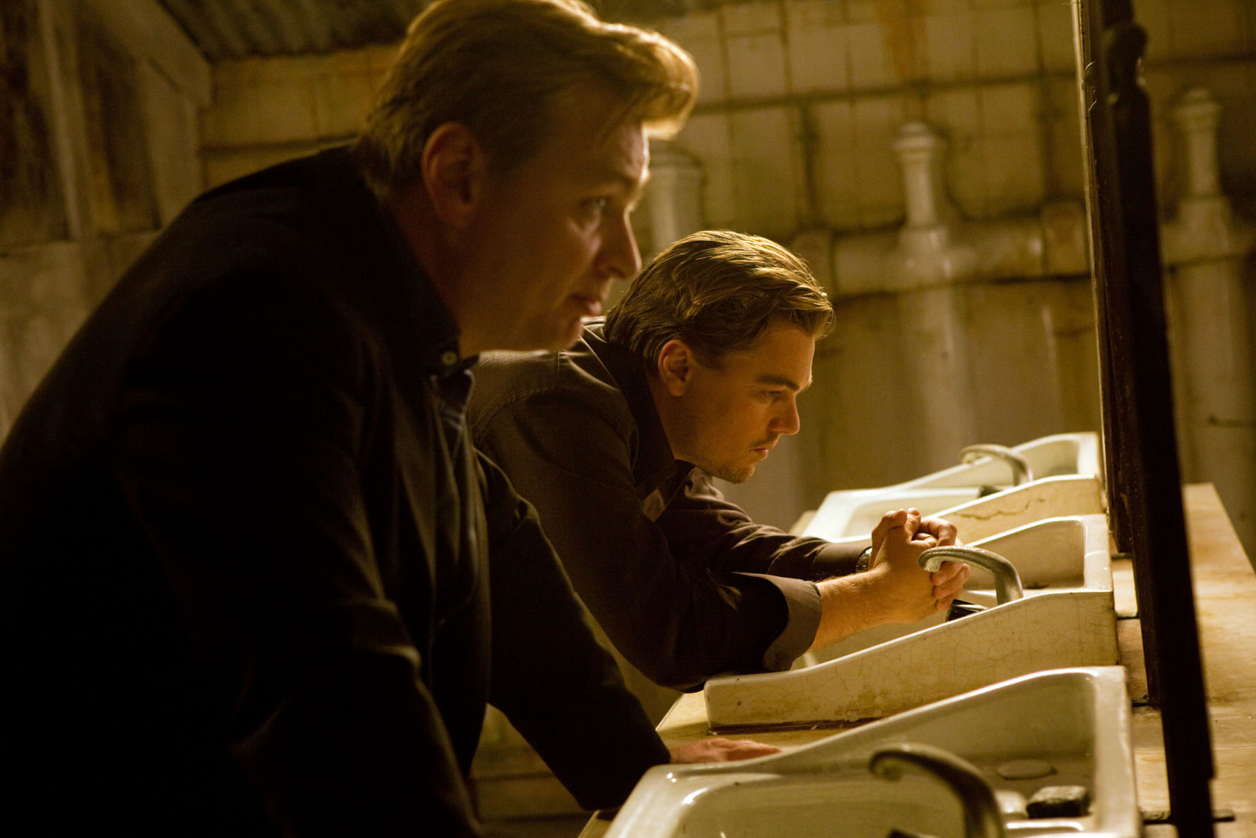 EXCLUSIVE. SUNDAY CALENDAR COVER STORY FOR APRIL 4, 2010. DO NOT USE PRIOR TO PUBLICATION. (L-r) Director CHRISTOPHER NOLAN with LEONARDO DI CAPRIO on the set of Warner Bros. PicturesÕ and Legendary PicturesÕ sci-fi action movie ÒInception,Ó a Warner Bros. Pictures release.