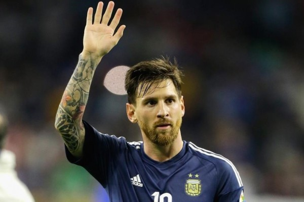 HOUSTON  TX - JUNE 21  Lionel Messi  10 of Argentina gestures after defeating the United States 4-0 in a 2016 Copa America Centenario Semifinal match at NRG Stadium on June 21  2016 in Houston  Texas    Bob Levey Getty Images AFP    FOR NEWSPAPERS  INTERNET  TELCOS   TELEVISION USE ONLY